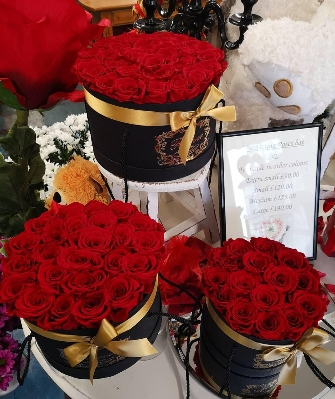 Ever lasting rose hat boxes